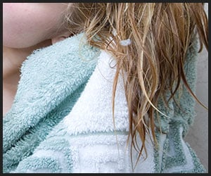 Using Microfiber Hair Towel