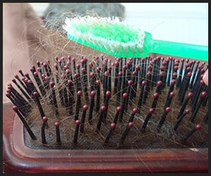 Cleaning Hair Straightening Brush by Using a Brush
